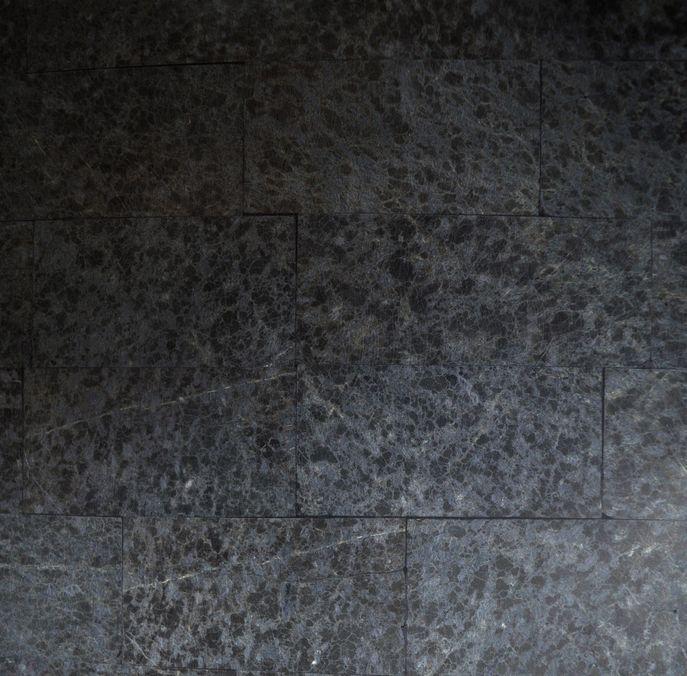 Materialmuster-Fossilstein-schwarz-unpoliert